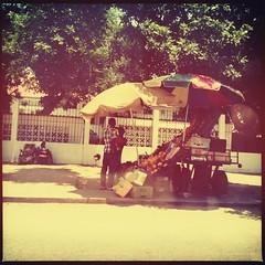 maputo (meeeeeeeeeel) Tags: africa street city colors avenida xprocess colorful sidewalk squareformat rua mozambique maputo moz colorido iphoneography hipstamatic