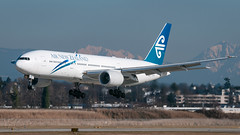 ZK-OKB - Air New Zealand - Boeing 777-219/ER (bcavpics) Tags: canada vancouver plane airplane britishcolumbia aircraft aviation boeing yvr 777 airnewzealand airliner anz zkokb