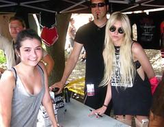 Taylor Momsen (2010 07 22 @Warped Tour 2010, Charlotte, NC) 03 (hardcrad.ca) Tags: taylor momsen