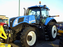 New Holland T8.275 Tractor. (dccradio) Tags: wisconsin mall farming equipment machinery ag agriculture wi agricultural farmequipment farmshow marshfield farmmachinery centralwisconsin shoppesatwoodridge marshfieldmall wisconsinfarming machineryshow agshowagricultureshow