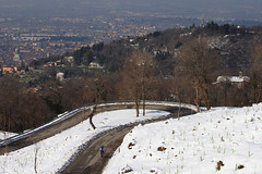 Road Back View (World/In/My/Eyes) Tags: road city morning trees panorama sun mountain snow alberi landscape strada cyclist neve ciclista sole montag