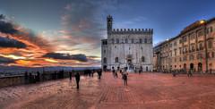 Piazza Grande di Gubbio (R.o.b.e.r.t.o.) Tags: sunset italy nikon italia tramonto pg roberto umbria gubbio palazzodeiconsoli d700 hdr5raw