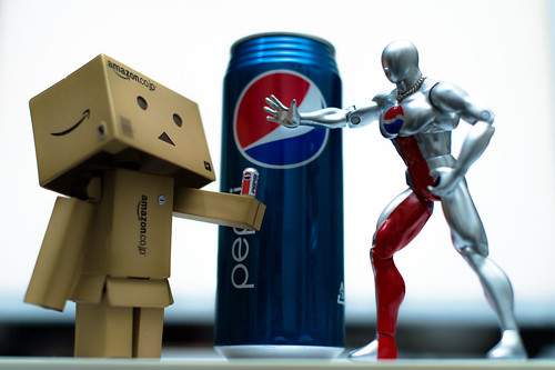 Danbo vs Pepsi Man