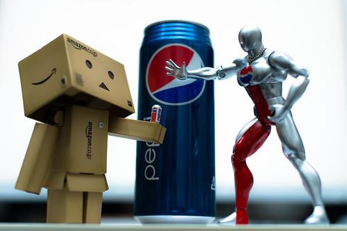 Danbo vs Pepsi Man