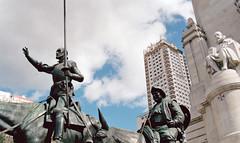 Monumento a Miguel de Cervantes (Gijlmar) Tags: madrid espaa film spain espanha europa europe pentax k1000 pentaxk1000 filme espagne spanien spagna spanje spania analogic analgico avrupa evropa madri madryt hiszpania eurooppa espanja ispanya spanyolorszg eurpa   fotoanalgica     kodak1007