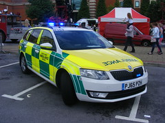 4711 - NWAS - PJ65 PZH - 153 (Call the Cops 999) Tags: uk gb united kingdom great britain england 999 112 emergency service services vehicle vehicles trafford centre greater manchester thursday 4 august 2016 nwas north west ambulance skoda octavia estate touring tourer rrv rapid response paramedic r304 pj65 pzh led lightbar battenburg wilker nhs national health trust