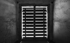 Blickdicht (Ulmi81) Tags: olympus em1 omd zuiko 1454 ft fenster window mauer wall holz wood schatten licht light shadows blickdicht schwarz weis black white gebude festung bundesfestung ulm neuulm wilhelmsfeste
