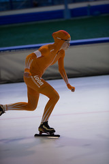 A37W7220 (rieshug 1) Tags: speedskating schaatsen eisschnelllauf skating nkjunioren knsb nkjuniorenallroundafstanden afstanden allround 50010001500massstart demeent alkmaar sportcomplexdemeent juniorenc ladies dames 500m