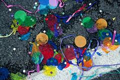 _DSC6438 (adrizufe) Tags: confetti asfalto colores bilbao astenagusia2016 granvia desfileballena fiestas basquecountry bizkaia summer16 verano16 streetphotography urban aplusphoto ngc nikonstunninggallery nikon d7000 adrizufe adrianzubia