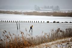 schaatser-Nijkerkernauw (Don Pedro de Carrion de los Condes !) Tags: winter fx dijk hollands landschap ijs nijkerk schaatsen koud donpedro eenzaam ijspret kleurig natuurijs schaatser waaghals randmeer d700 nijkerkernauw ijzers ijsvloer