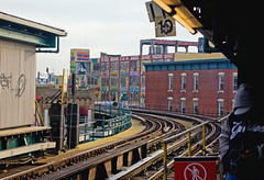 5 POINTZ from the Court Square Station (UrbanphotoZ) Tags: nyc newyorkcity ny newyork station subway 10 tracks queens hunterspoint westbound longislandcity 5pointz 7train courtsquare courthousesquare nopedestrians flushingline