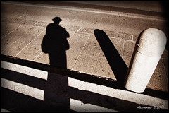Autoportrait  la borne... (Alcosinus   ON-OFF ) Tags: shadow bw selfportrait italia ombre italie innamoramento nikond90 alcosinus