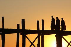 U Bein Bridge (ronniedankelman) Tags: wood travel bridge sunset people canon zonsondergang asia burma monks myanmar brug birma mandalay hout azie teak mensen reizen amarapura ubein monniken mygearandme mygearandmepremium mygearandmebronze mygearandmesilver imaginativenl flickrstruereflection3 rememberthatmomentlevel1 rememberthatmomentlevel2 rememberthatmomentlevel3 storyubein