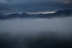 Viyao (elosoenpersona) Tags: sunset mist mountains misty fog dark atardecer asturias montaas bruma piloa elosoenpersona viyao