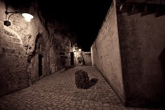 Vicoli di Matera by night, Basilicata, Italy (william eos) Tags: desktop art canon photo italia basilicata wallpapers fotografia matera sfondo photografy photocard sassidimatera nicepictures sigma1020mmf456exdchsm bellefoto canoneos450d sfondiperdesktop williameos williamprandi