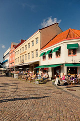 2011-001850 (Werner Nystrand) Tags: city summer coffee caf square outside skne cafe sweden seasonal cobblestone sit sverige torg malm malmo stad sommar fika outdoorseating kullersten sitta colorimage utomhus uteservering smallsquare lillatorget rstid frgbild mnniks