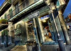 Washing Well (Ken Yuel Photography) Tags: unitedstates neworleans laundry frenchquarter lousiana bourbonstreet washingmachine laundromat digitalagent kenyuel