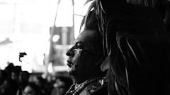 El rostro azteca (Joan Díaz) Tags: toluca mexico edomex metepec tenango azteca aztecas danzantes sol quintosol a33 minolta blackwhite blackandwhite blancoynegro escaladegrises grayscale monoart monocromático monocromatic retrato portrait oldman penacho sonyalpha slt75300 zoomlents