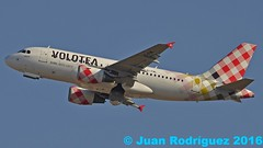 EI-FML -  Volotea Airlines -  Airbus A319-112 - PMI/LEPA (Juan Rodriguez - PMI/LEPA) Tags: plane airplane airport nikon aircraft sigma airbus mallorca palma aeropuerto 70200mm 80400mm a319 d90 sonsanjuan sonsantjoan volotea pmilepa eifml