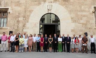 El President de la Generalitat, Ximo Puig, asiste al minuto de silencio para condenar el presunto caso de violencia de género ocurrido en Benicàssim. 21/07/16