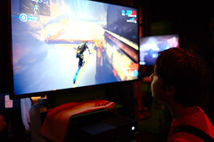 playing Warframe (Ian Muttoo) Tags: dsc69361edit x16 microsoft xbox toronto ontario canada gimp ufraw xboxone distillery distillerydistrict thefermentingcellar gameshowcase warframe