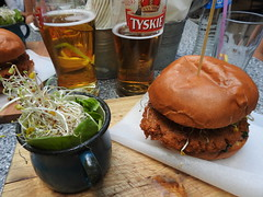 Cracovie, Krakw - Falafel burger (benjetpascal01) Tags: tyskie hamburger haricotmungo mungbean mung mungo beer bire