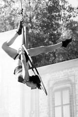 Libre comme l'air ( Julien Laroche) Tags: femme figure spectacle uptownshow walibi rhonealpes avenieres noiretblanc jlaphotographie woman show blackandwhite