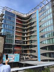 Zaha Hadid's futuristic High Line condos, NYC. (Elias Rovielo) Tags: zahahadid architect moderno futurista thehighline highline jardimsuspenso parquesuspenso passarela nyc passeio