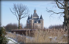 kasteel heemstede (prayermadonna) Tags: blue sky holland tree castle netherlands architecture utrecht nederland heemstede chateau kasteel rijksmonument prayermadonna kasteelrestaurantheemstede