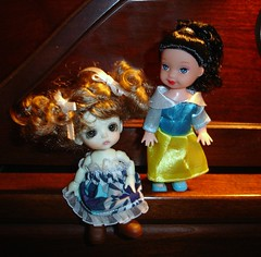Bee and Snow (Ayla160 >^..^<) Tags: fashion ball doll lulu little small formal barbie curls bee curly tiny lil belle kelly while bjd clone snowwhite beatrice basic princesses monique knockoff jointed fakie lati
