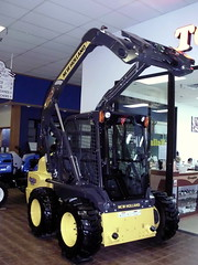 New Holland L220 Skid Steer. (dccradio) Tags: wisconsin mall farming equipment machinery ag agriculture wi agricultural farmequipment farmshow marshfield farmmachinery centralwisconsin shoppesatwoodridge marshfieldmall wisconsinfarming machineryshow agshowagricultureshow