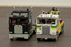 Two generations standing next to each other (Maciej Drwiga) Tags: lego modelteam legoworld k100 aerodyne kewnorth legoworld2013