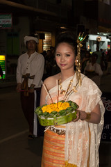 2012-11-29 Thailand Day 11 The annual Loy Krathong Festival and grand parade in Chiang Mai (Qsimple) Tags: show city costumes party colors beautiful beauty face closeup thailand photo costume glamour eyes colorful theater photos crowd makeup style parade attractive chiangmai colourful crowds tha traditionaldress stylish 2012 loykrathong elegance loykratong coulors   2013 geografie  loykrathongfestival qsimple mueangchiangmai pinterest:event=nopin tumblr:event=notumblr