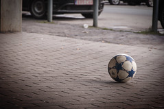 Football (K.rar) Tags: world street game ball foot football ballon worldwide bond pied monde rue bounce jeu mondial balle rebond