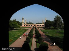 View from the Arch (Tanwir Jogi) Tags: travel pakistan building nature beautiful architecture trekking trek arch tomb arches adventure cannon greenery saleem traveling tours lahore din minar emperor noor minarets ud treks naturelover mughal jahangir jogi jehangir g9 beautifulpakistan trekkinginpakistan asifkhan cannong9 tanwir travelinginpakistan sheikhu thetrekkerz tourisminpakistan tanwirjogi