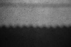 Asphalt sea (Yaki_imon) Tags: shadow japan wave asphalt filmscan olympusaf1 fujifilmneopan100acros b488 epsongtx820