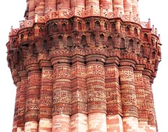 Qutb Minar (magellano) Tags: red india stone architecture carved sandstone minaret delhi pietra architettura qutub minar engraved islamic qutb qutab minareto arenaria rossa islamica muqarna scolpita