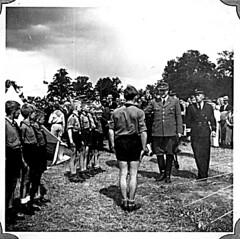 Borrestevnet 1943, Vidkun Quisling og guttehirden. (Riksarkivet (National Archives of Norway)) Tags: ns worldwarii secondworldwar quisling krigen vidkunquisling andreverdenskrig okkupasjonstiden