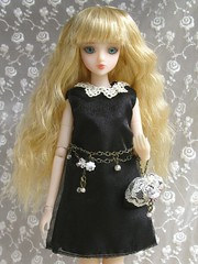 Black Dress (Wisteria floribunda) Tags: flower scale night miniature outfit doll dress clothes blythe 16 noord jdoll loosterweg