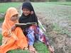 Lazuardi Birru Lomba Fotografi 2012 (IslamDiDadaku) Tags: islam keindahan kepedulian kebersamaan membacaalquran kenyamanan mengajarngaji indahberbagi
