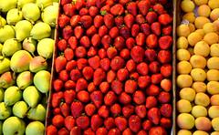 Mercado de San Miguel (fede_gen88) Tags: madrid red espaa food colors yellow fruit three spain nikon colorful colours pears market strawberries mercado colourful sanmiguel apricots d5100