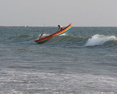Breaking Waves (Two Dragons - @robthomasphoto) Tags: india holiday hot beach sunrise relax coast maharashtra konkan arabiansea timeofday robthomasphotography robcolinthomas