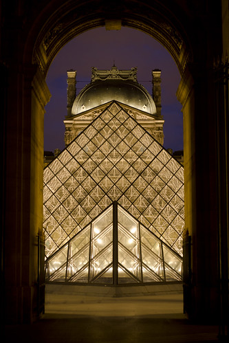 Le Louvre la nuit // The Louvre by night