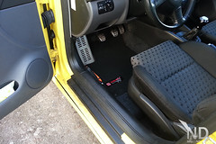 New floor mats (overview) (ND-Photo.nl) Tags: red black andy yellow photo flag seat samsung mat fabric leon galaxy nd s3 geel rood zwart checkered ovni vlag stof matten ramdin ndphoto vloermat ndphotonl sportmat