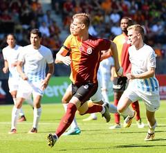 FC Zrich 0-3 Galatasaray (l3o_) Tags: galatasaray fc zrch uhrencup sar krmz red yellow football futbol serdar aziz galasozlukorg
