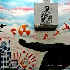 Rotterdam graffiti/street art : (Akbar Sim) Tags: rotterdam holland nederland netherlands streetart inside worm stencil stencilart akbarsim akbarsimonse