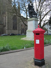 Penfold replica (pefkosmad) Tags: penfold replica pillarbox letterbox postbox mail letters worcestershire worcester victorian red england uk heritage history nostalgia street city boerwar warmemorial worcestercathedral postage