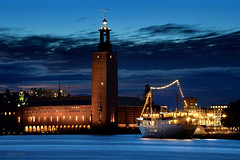 Lady Hutton (alexring) Tags: sweden stockholm ladyhutton riddarholmen ship hotel restaurant stadshuset cityhall woolworth bluehour lake mlaren alexring nikon d750
