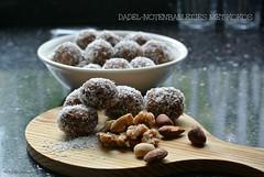 nuttballs with cocos (MiChaH) Tags: nuttballs notenballetjes cocos kokos dadelnotenballetjesmetkokos nutballswithcocos dadels noten walnoten nuts food snack sweet zoet tussendoortje 2016 dates