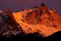 Bellissimo tramonto sulla Meije (Pierpaolo.) Tags: francia france isere delfinato ecrins ghiacciaio glacier europa europe alpi alps montagne mountains montagna mountain tramonto picco rocce rocks severe alte high neve snow ghiaccio ice cielo sky wonderful meraviglioso fantastico fantastic eccezionale exceptional alpinismo alpinism beautiful great landscape nature natura natural wild selvaggio vento wind rossofuoco redfire panorama vista view superb superbo sonya6000 sony55210mm